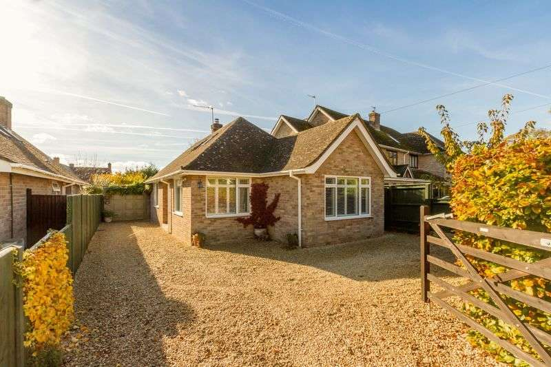 4 Bedrooms Detached Bungalow for sale in Clover Place, Eynsham