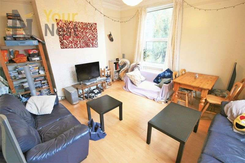 5 Bedrooms House for rent in Knowle Road, Burley, LS4 2PJ