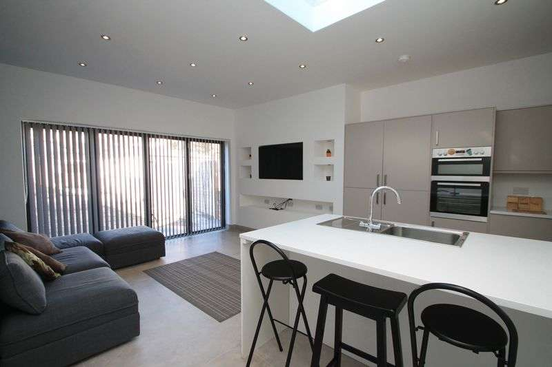 6 Bedrooms Terraced House for rent in Pentyrch Street, Cardiff