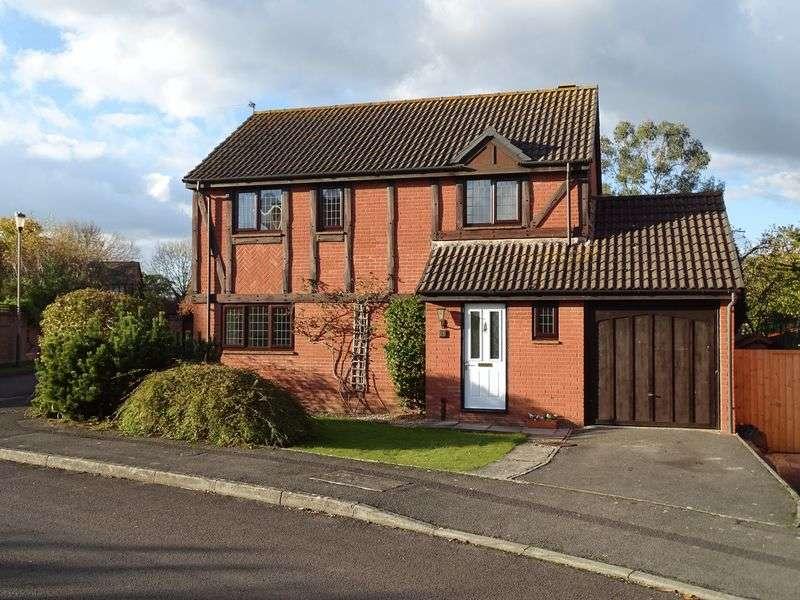 4 Bedrooms Detached House for sale in Osprey Close, Melksham