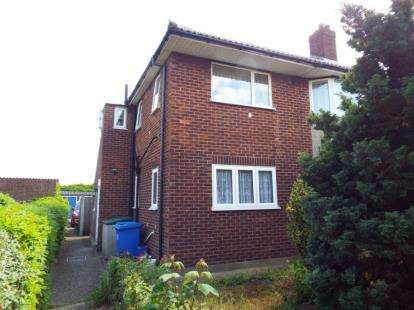 2 Bedrooms Flat for sale in Romford