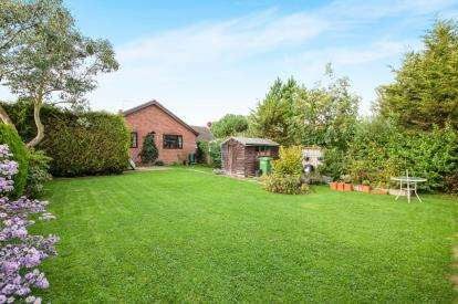 3 Bedrooms Bungalow for sale in Westhall, Halesworth, Suffolk