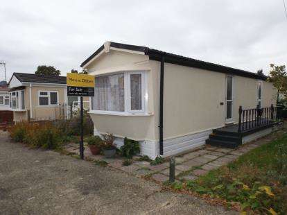2 Bedrooms Mobile Home for sale in Dibden, Hythe, Southampton