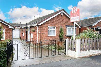 2 Bedrooms Bungalow for sale in Lumley Close, Maltby, Rotherham