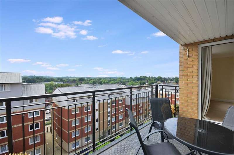 2 Bedrooms Property for sale in Penn Place, Rickmansworth, Hertfordshire, WD3