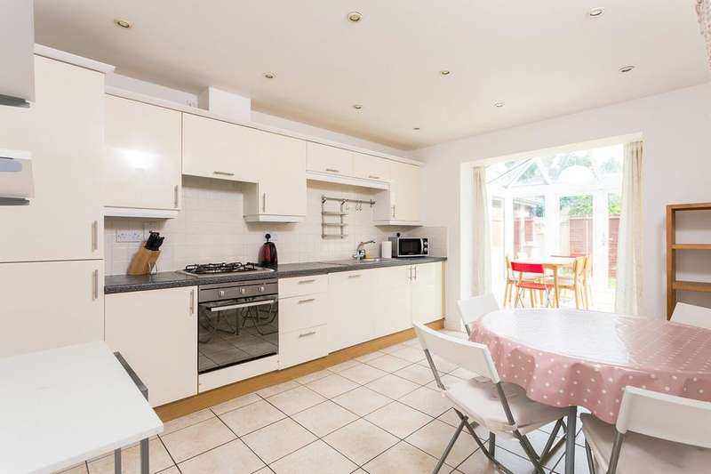 5 Bedrooms Semi Detached House for sale in Creswick Road, London W3