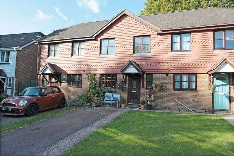 3 Bedrooms Terraced House for sale in Riverside Gardens, Crowborough, East Sussex