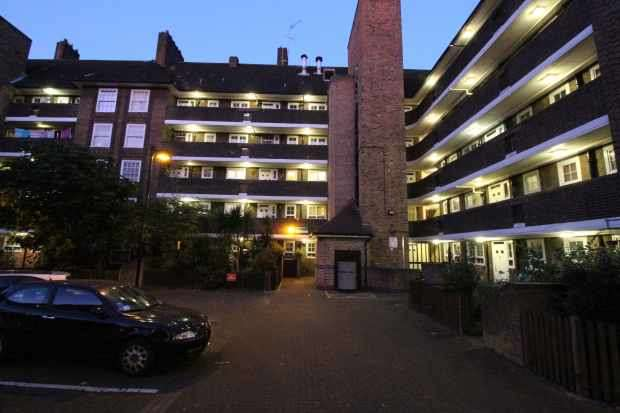 2 Bedrooms Apartment Flat for sale in Chelmsford House, Holloway, Greater London, N7 9ST
