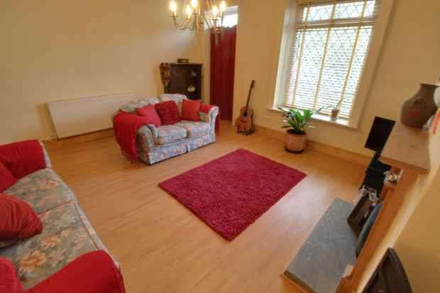 3 Bedrooms Terraced House for sale in Rochdale Road., Todmorden, West Yorkshire, OL14 6SX