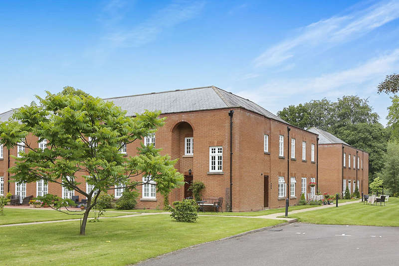 2 Bedrooms Flat for sale in Sparrows Nest Wergs Hall, Wolverhampton, WV8