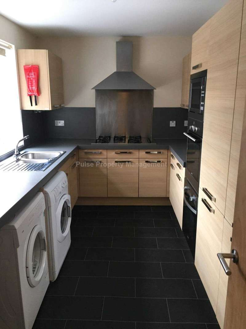 6 Bedrooms House for rent in 90pppcw Excluding BILLS - 6 Double Rooms in Rusholme, minutes away from Universities.