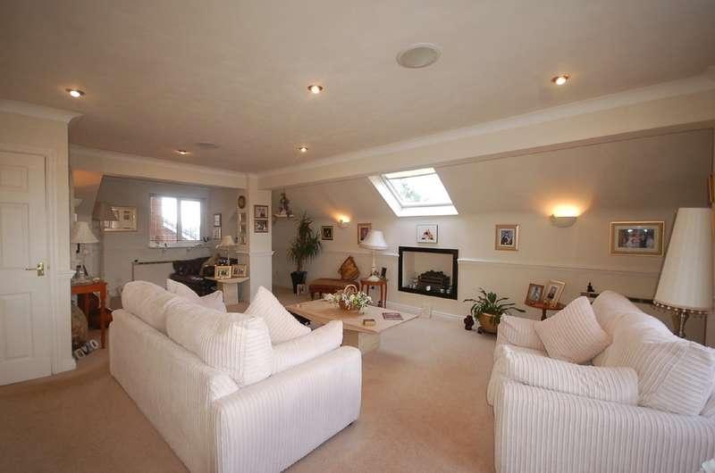 2 Bedrooms Flat for sale in 9 Regency Court, 121-123 Newton Drive