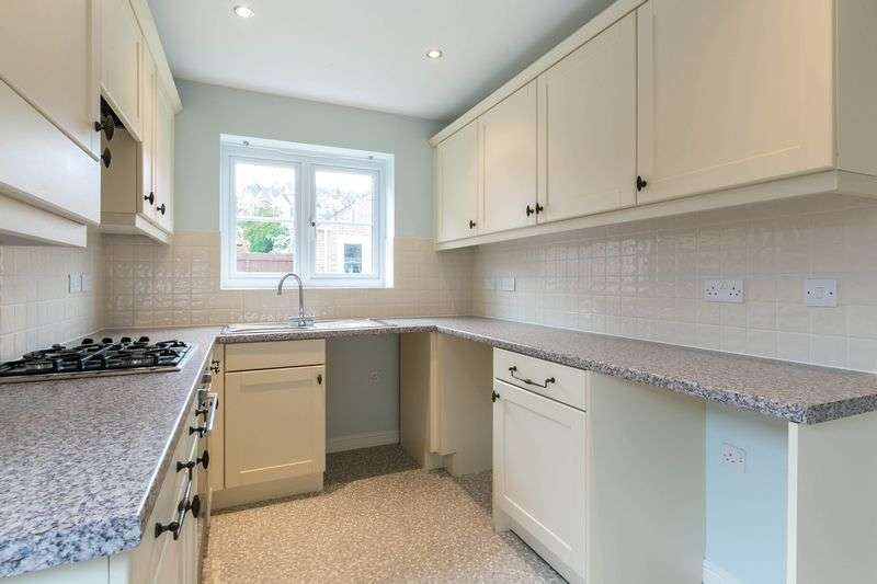2 Bedrooms Detached Bungalow for sale in Wood Green Gardens, Kitt Green, WN5 0JP