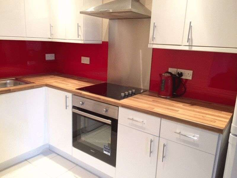 3 Bedrooms Flat for rent in Amble Grove, Newcastle Upon Tyne