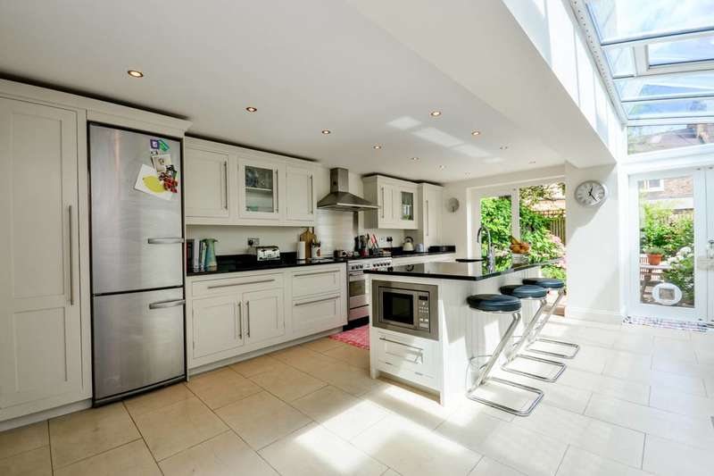 4 Bedrooms House for sale in Broughton Road, Sands End, SW6