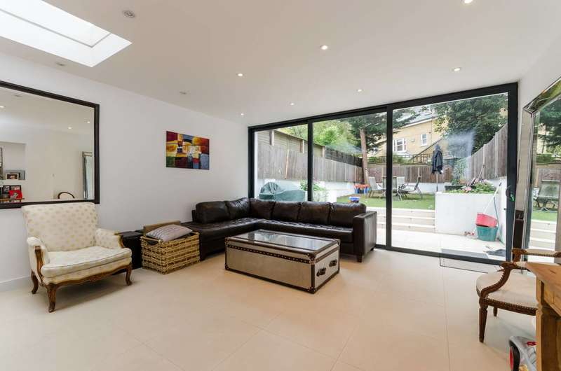3 Bedrooms Flat for sale in Harwood Road, Fulham Broadway, SW6