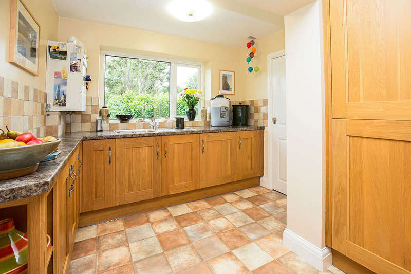 3 Bedrooms Detached House for sale in Burngreave Court, Bognor Regis, PO21