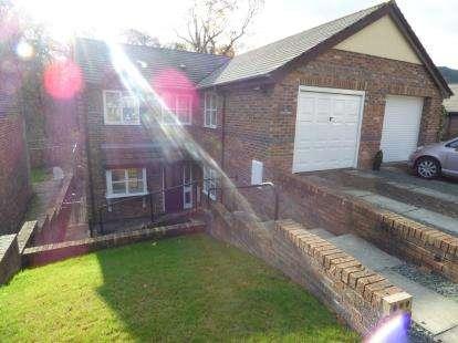 3 Bedrooms Semi Detached House for sale in Bishops Walk, Llangollen, Denbighshire, LL20