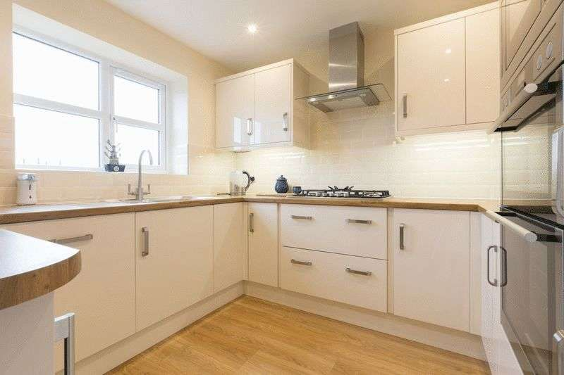 4 Bedrooms Detached House for sale in Larkfield, Eccleston, PR7 5RN