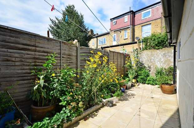 3 Bedrooms Terraced House for sale in Prince George Road, Stoke Newington, N16