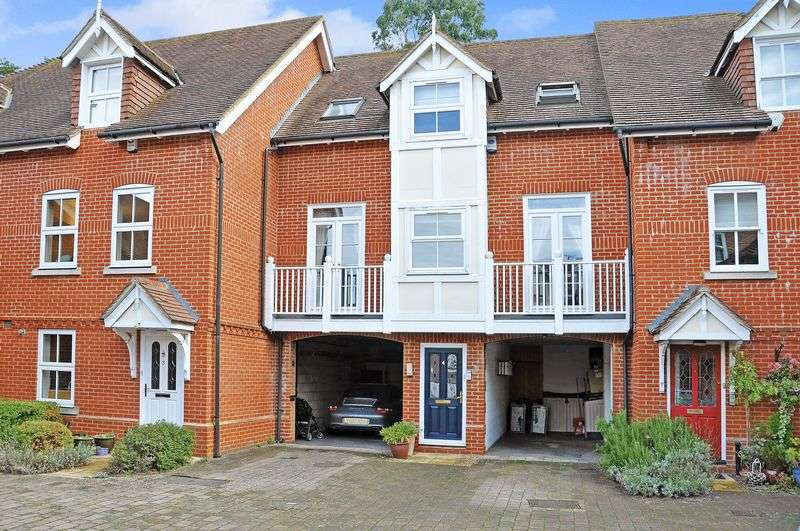 2 Bedrooms Terraced House for sale in Dorking Town Centre