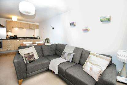 2 Bedrooms Flat for sale in Cameronian Square, Worsdell Drive, Gateshead, Tyne and Wear, NE8