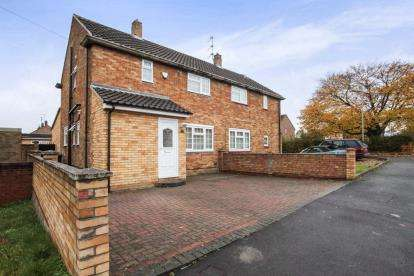 3 Bedrooms Semi Detached House for sale in Wodecroft Road, Luton, Bedfordshire, Icknield