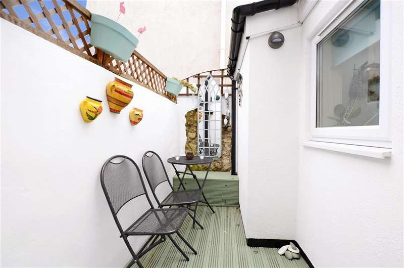 2 Bedrooms Terraced House for sale in Station Road, Worthing, West Sussex