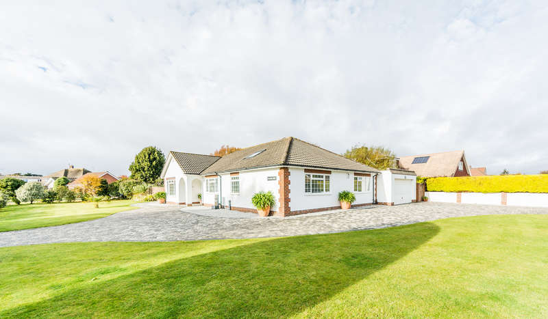 3 Bedrooms Detached Bungalow for sale in Kithurst Close, East Preston