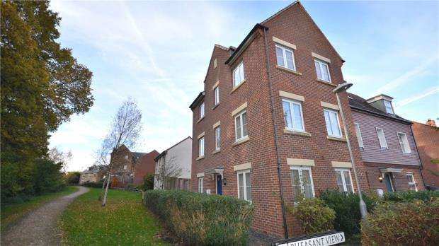 4 Bedrooms Semi Detached House for sale in Pheasant View, Jennetts Park, Bracknell