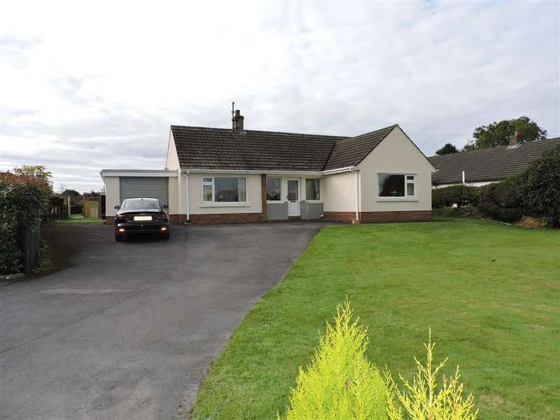3 Bedrooms Detached Bungalow for sale in Llangadog