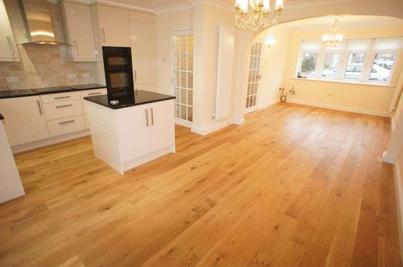 3 Bedrooms Semi Detached House for sale in Kingsmere, Thundersley