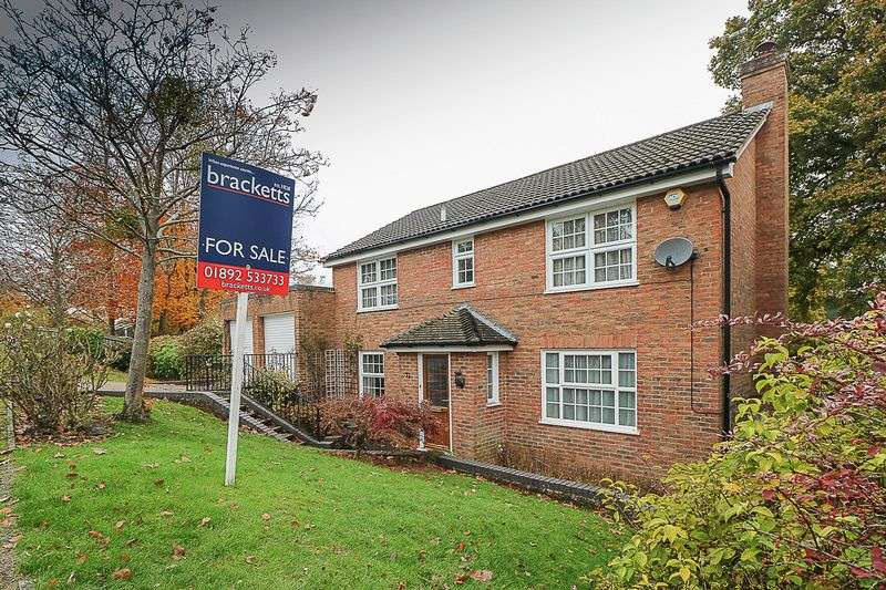 4 Bedrooms Detached House for sale in Broadmead, Tunbridge Wells