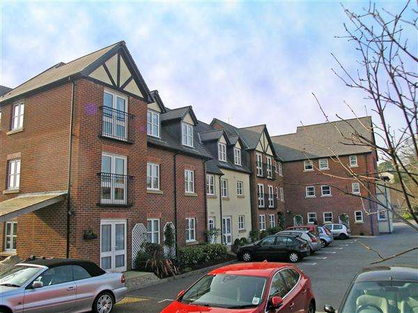 2 Bedrooms Apartment Flat for sale in Pritchard Court, Cardiff Road, Llandaff
