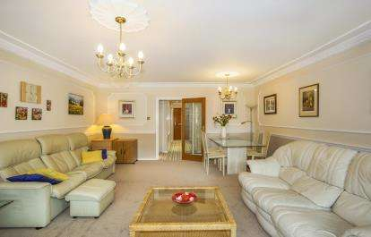 2 Bedrooms Flat for sale in 6 Branksome Wood Road, Bournemouth, Dorset