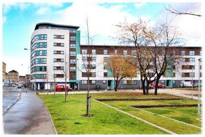2 Bedrooms Flat for sale in Moir Street, Gallowgate, Glasgow