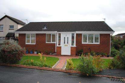 2 Bedrooms Bungalow for sale in Twining Brook Road, Cheadle Hulme, Cheadle, Greater Manchester