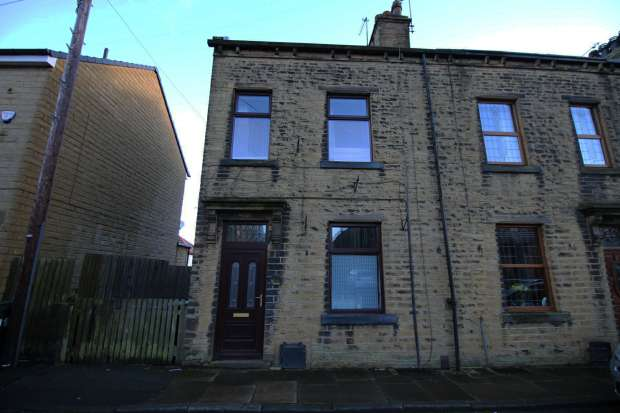 4 Bedrooms Terraced House for sale in Stradmore Road, Bradford, West Yorkshire, BD13 4BX