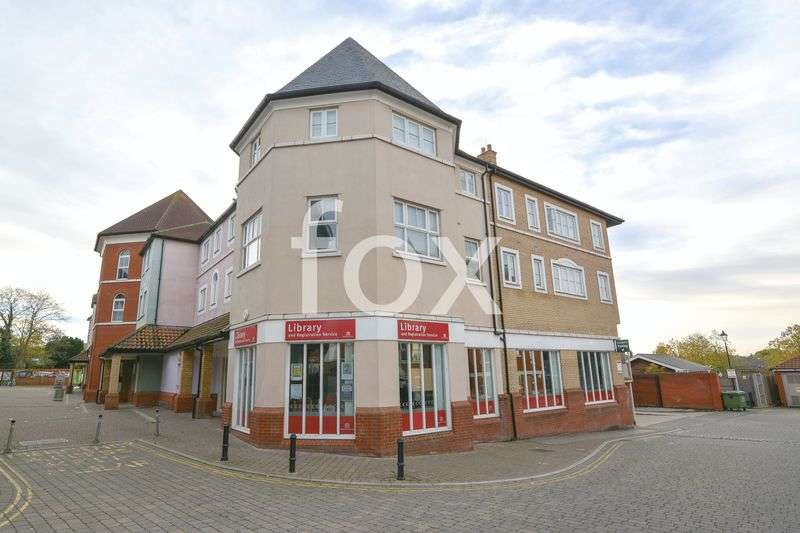 2 Bedrooms Flat for sale in Roche Close, Rochford