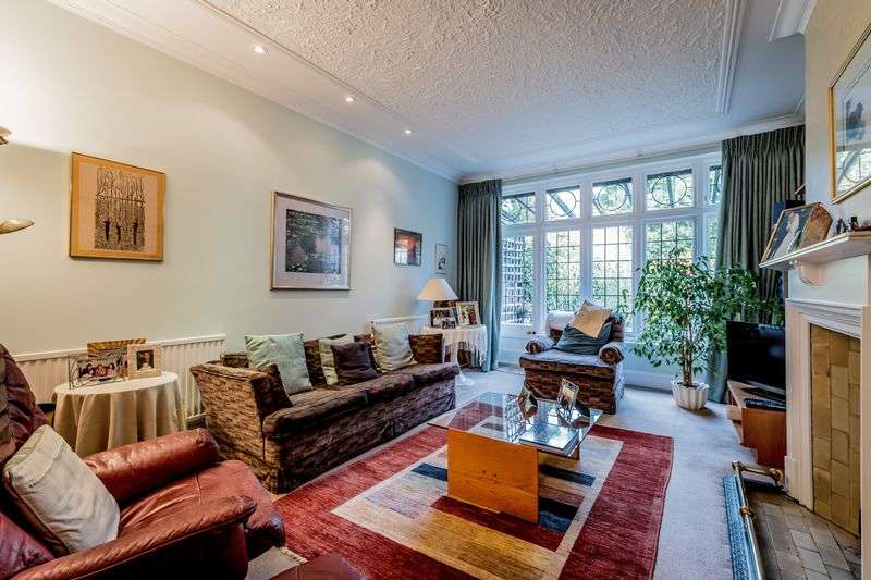 4 Bedrooms Semi Detached House for sale in Lyndhurst Gardens, London, N3