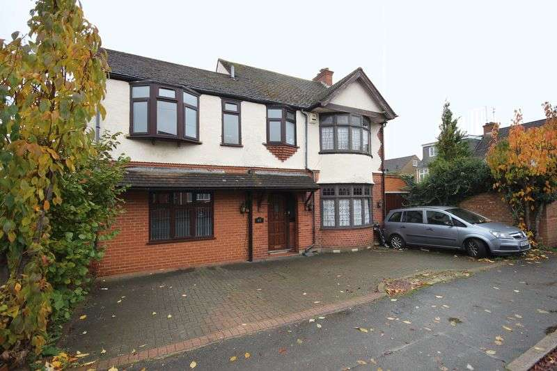 4 Bedrooms Detached House for sale in Fountains Road, Luton