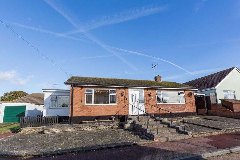 3 Bedrooms Detached Bungalow for sale in Alan Close, Leigh-On-Sea