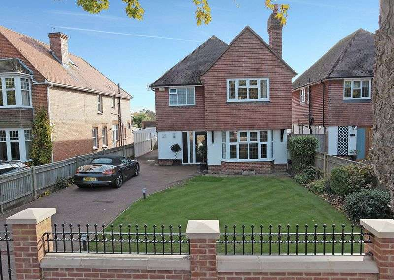 3 Bedrooms Detached House for sale in Park Avenue, Eastbourne, East Sussex