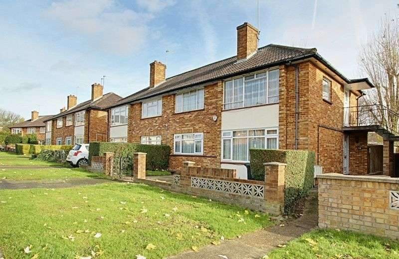 2 Bedrooms Flat for sale in Bangor Close, Northolt