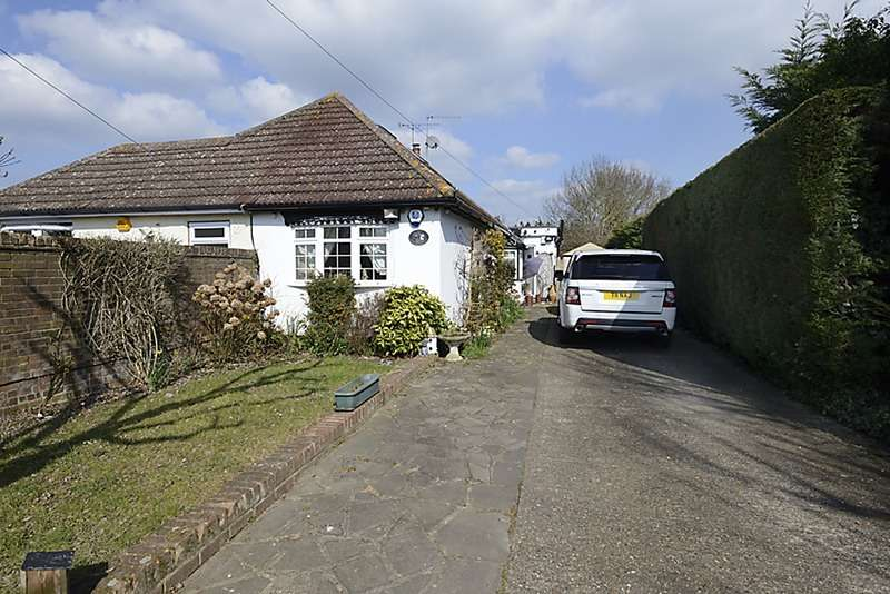 2 Bedrooms Bungalow for sale in Holly bush lane, Iver, Buckinghamshire, SL0