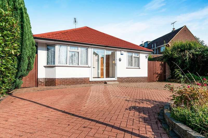 2 Bedrooms Detached Bungalow for sale in Hartley Road, Longfield, DA3