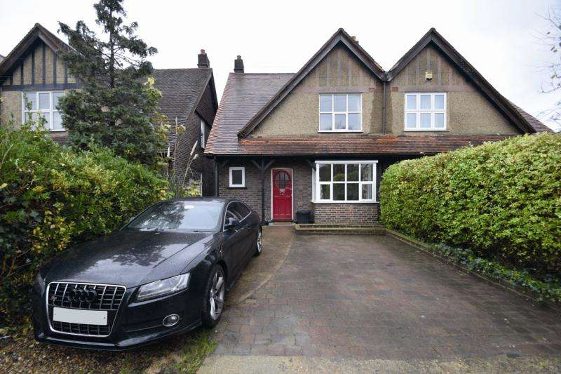 3 Bedrooms Semi Detached House for sale in Vicarage Gardens, Mitcham, CR4