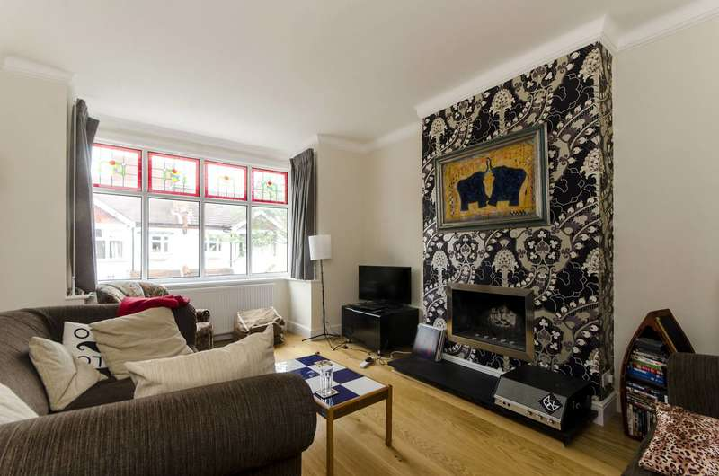 3 Bedrooms Flat for sale in Beverstone Road, Brixton, SW2