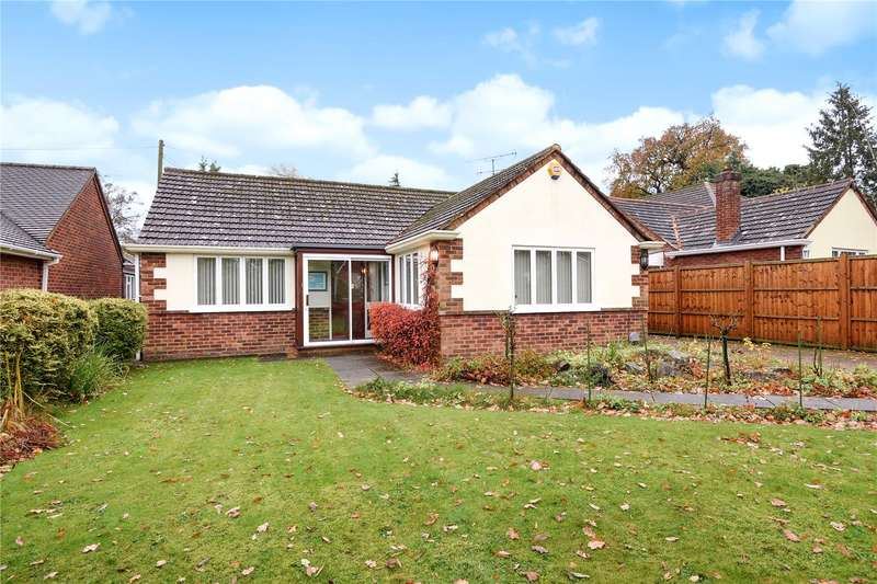 3 Bedrooms Detached Bungalow for sale in Darby Green Lane, Blackwater, Camberley, GU17