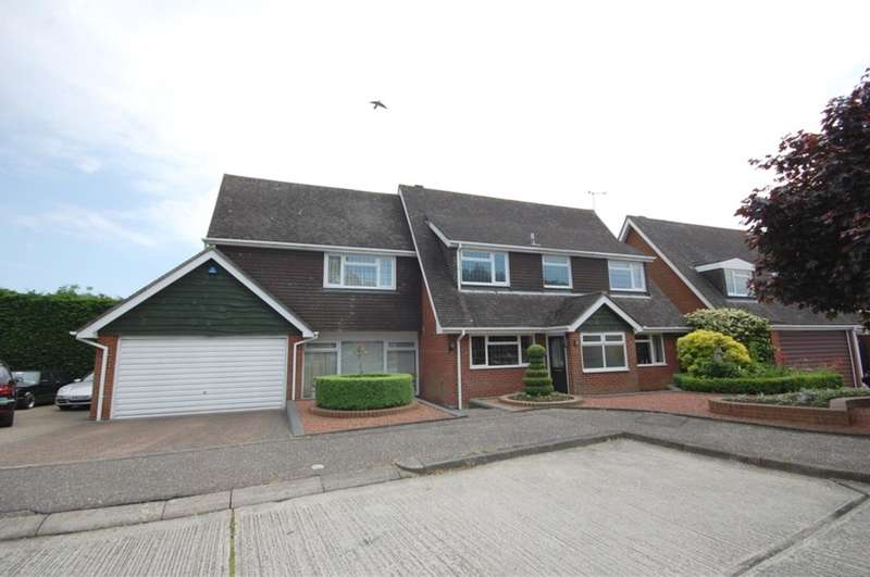4 Bedrooms Detached House for sale in Moretons, Galleywood, Chelmsford, CM2